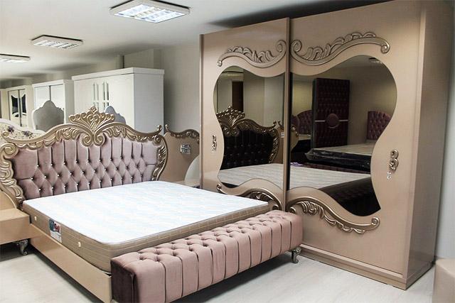 Choosing the Perfect Bedroom Mirror - BeautyMirrorExpert