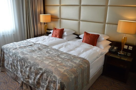 Most comfortable bed I have ever slept in! - Picture of Hotel Kings