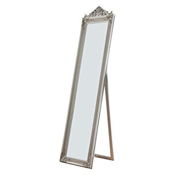 Standing mirrors are a highlight in many rooms!