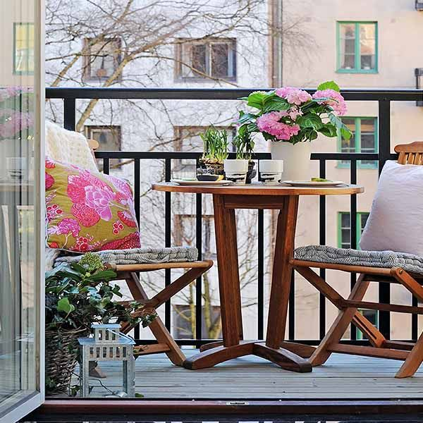 15 Green Decorating Ideas for Small Balcony, Spring Decorating | Let