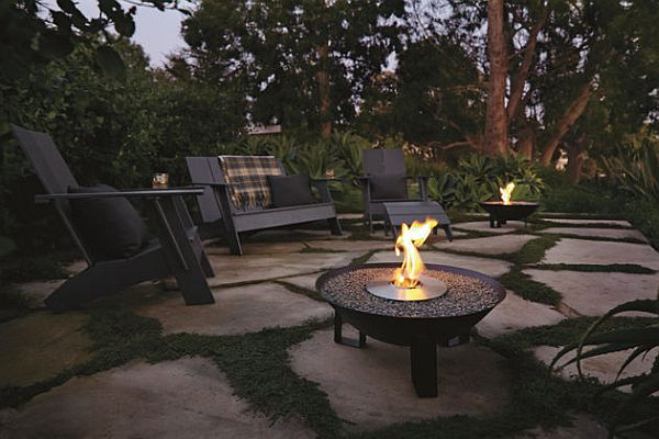 Dish Fireplace For a Warm Outdoor Area This Spring