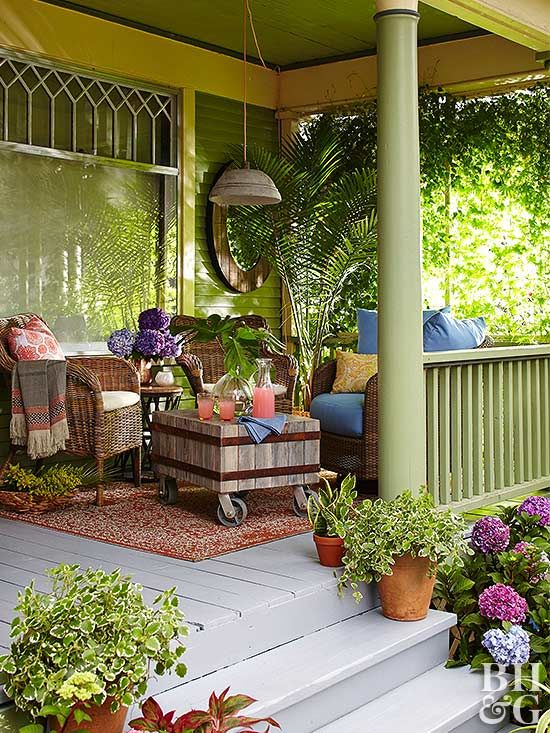 Must-See Front Porch Ideas that Incorporate Flea Market Finds in