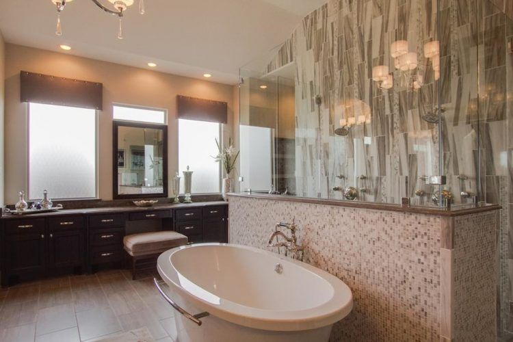 15 Bathrooms With Beautiful Stone Backsplash | Stone backsplash