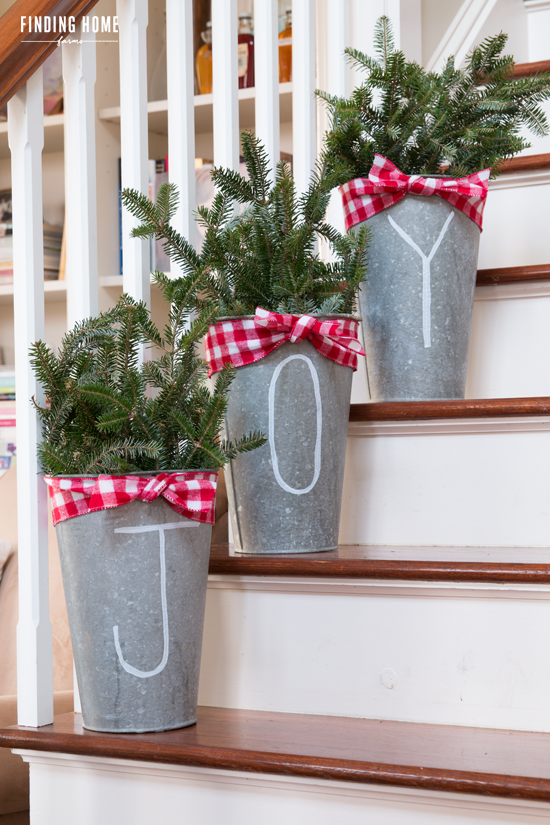 50 Cheap & Easy DIY Outdoor Christmas Decorations | Ideas for the