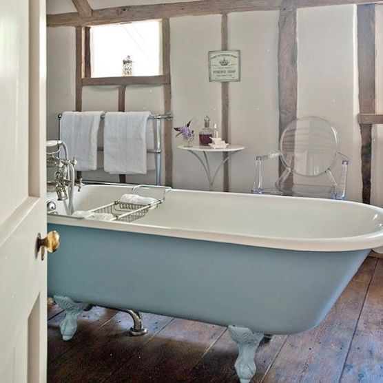 Classic country bathroom | Country bathroom design ideas | Bathroom
