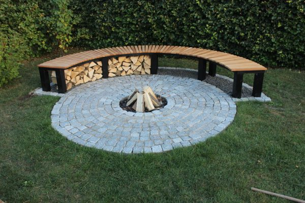 57 Inspiring DIY Outdoor Fire Pit Ideas to Make S'mores with Your Family