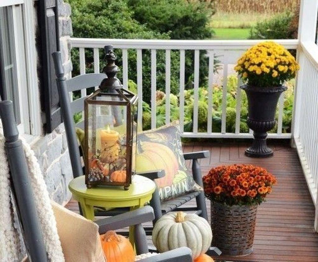 50 Elegant Fall Apartment Balcony Decorating Ideas - HOMYFEED