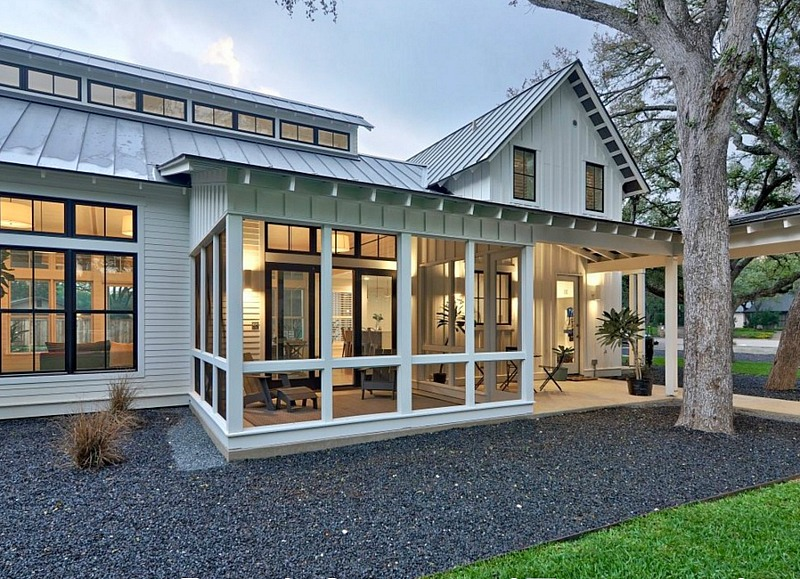 Farmhouse Front Porch Design Ideas 7