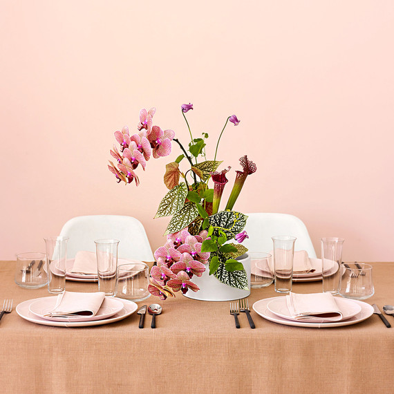 These Japanese-Inspired Centerpieces Are the Florals Your Minimalist