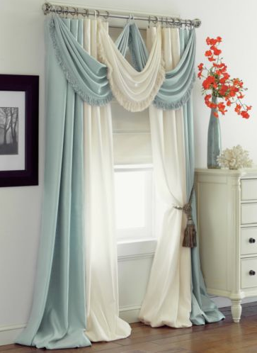 Sapphire: Home Decor- Love how these beautiful curtains hang