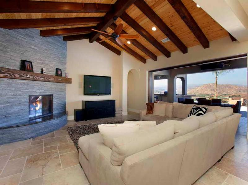 Living Rooms Design Ideas With Exposed Wooden Beams 10