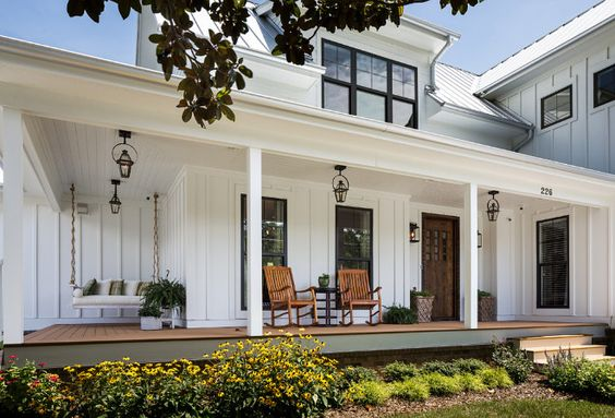 4 Elements of a Modern Farmhouse Exterior