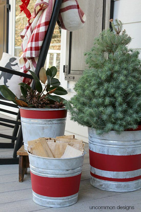 35 Festive Outdoor Holiday Planter Ideas To Decorate Your Front