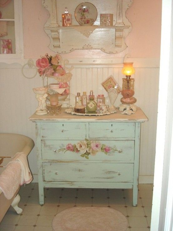 28 Lovely And Inspiring Shabby Chic Bathroom Décor Ideas | DigsDigs