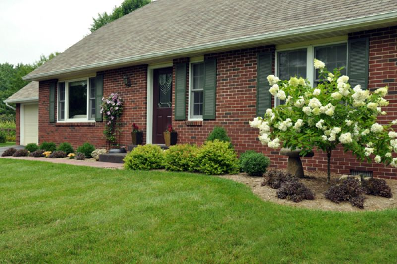 Simple Front Yard Landscaping Design Ideas 1