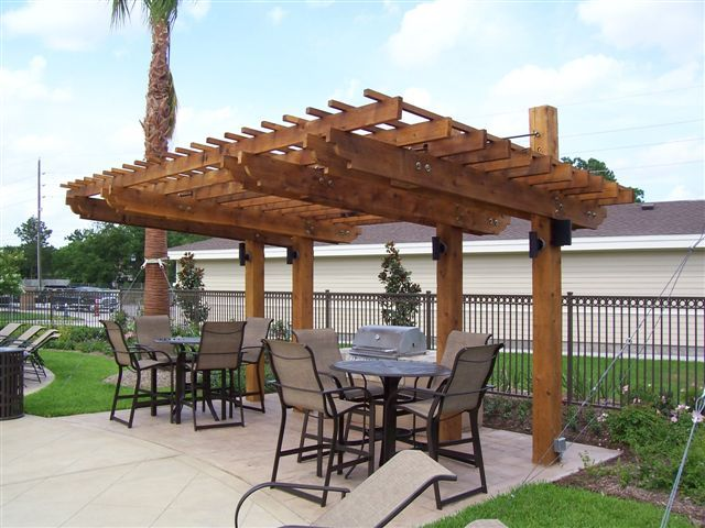 Pergola/Shade Arbor. Steel cord idea for supports up top.DON'T like