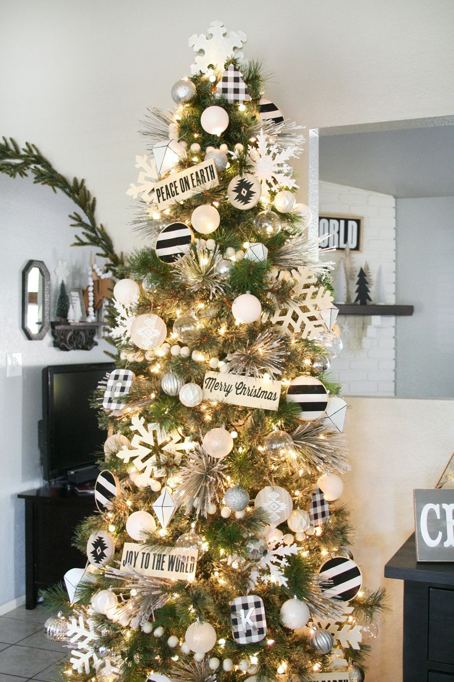 76 Best Christmas Tree Decorating Ideas - How to Decorate a