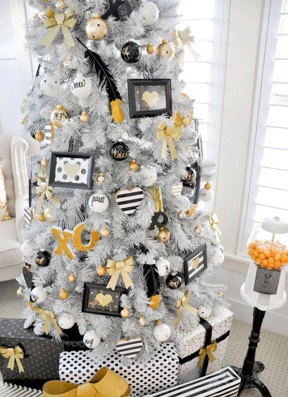 33 Chic White Christmas Tree Decor Ideas - DigsDigs
