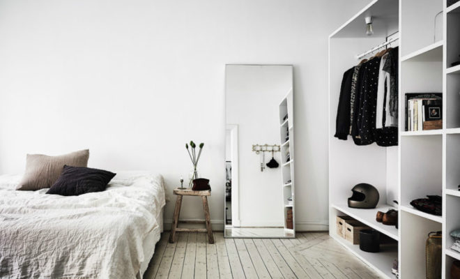 Ways Of Using Bedroom Mirrors In Interior Design