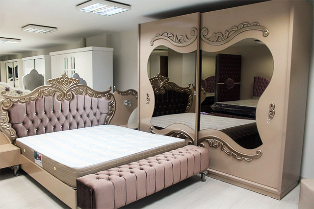 Choosing the Perfect Bedroom Mirror - BeautyMirrorExpert
