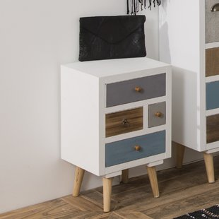 Bedside table: storage miracle next to the bed