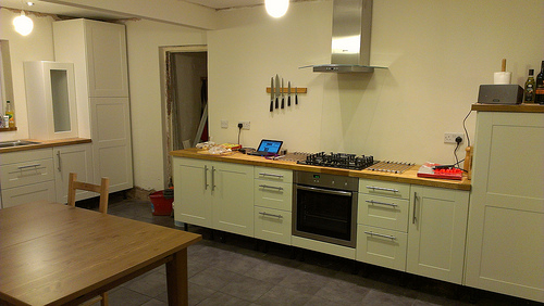 anyone here have a kitchen without above worktop units