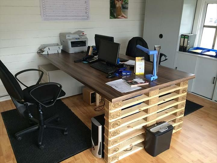 Office #Desk With Euro #Pallet Ends - 10 DIY Furniture Made From