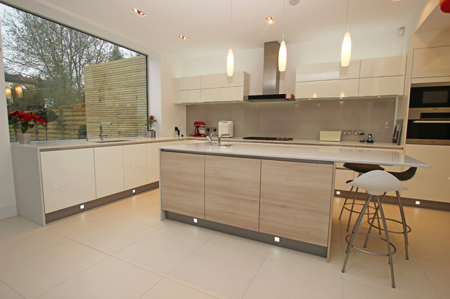 Modern wood kitchen island - Modern - Kitchen - London - by LWK