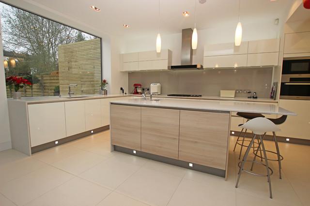 Modern wood kitchen island - Modern - Kitchen - London - by LWK