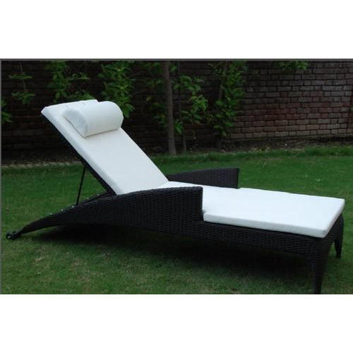 Black Luxury Poolside Rattan Sun Lounger, Weight: Upto 18 Kg, Rs