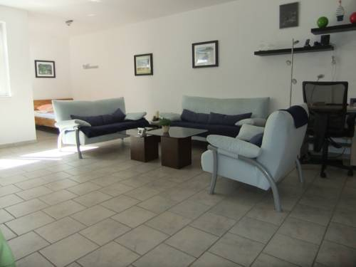 Beautiful souterrain apartment, Sankt Augustin, Germany - Booking.com