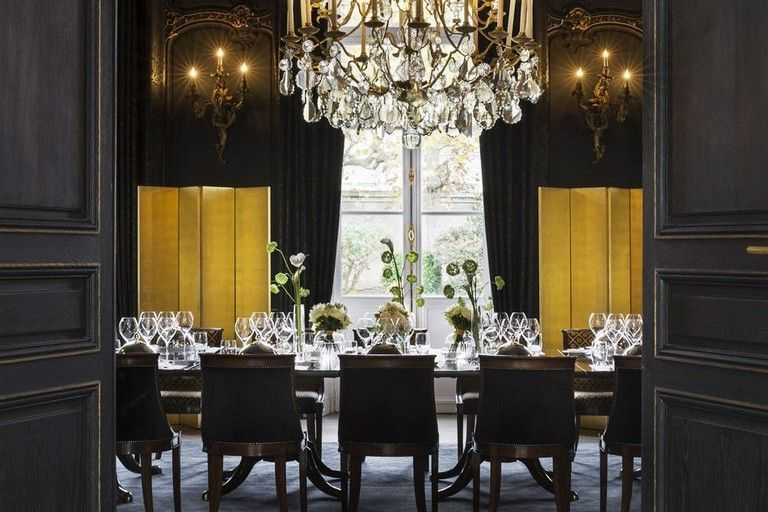 37 Elegant Black And Gold Dining Room Ideas For Inspiration | Dining