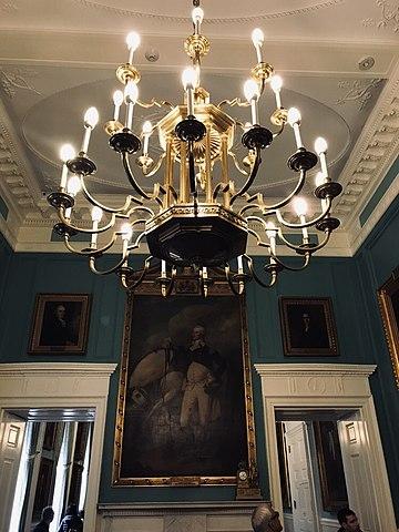 File:Fabulous Chandelier City Hall.jpg - Wikimedia Commons