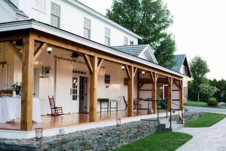 Farmhouse Front Porch Decor Ideas 25 - ProHouse.Info
