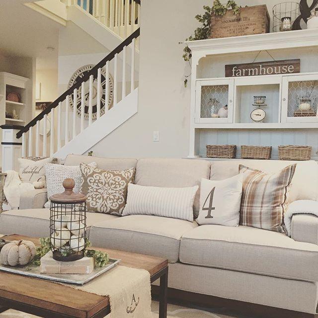 Cozy modern farmhouse living room. | For the Home | Modern farmhouse