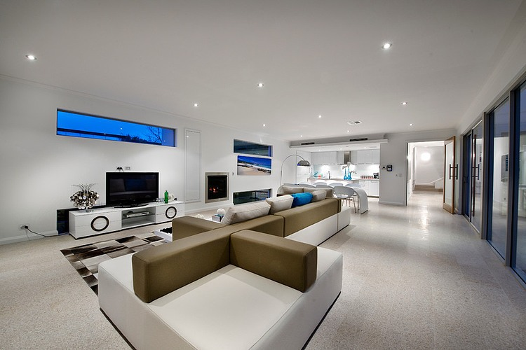 Contemporary Home Illuminated with Natural Light Redefines Luxury
