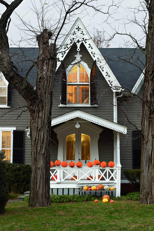 43 Best Outdoor Halloween Decoration Ideas - Easy Halloween Yard and
