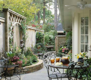 Planning a Comely Courtyard | Better Homes & Gardens