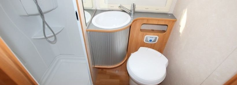 80 Wonderful Small RV Bathroom and Toilet Remodel Ideas - DecOMG