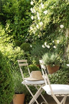 Unordinary French Country Patio That Make Your Flat Look Great 38