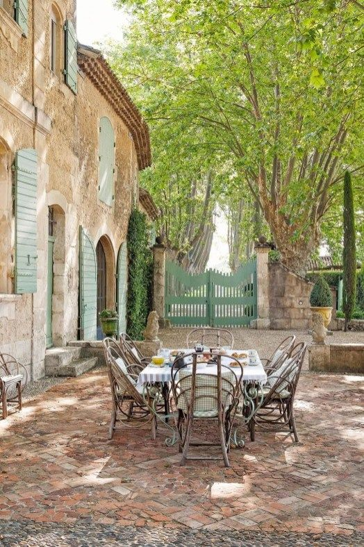 Unordinary French Country Patio