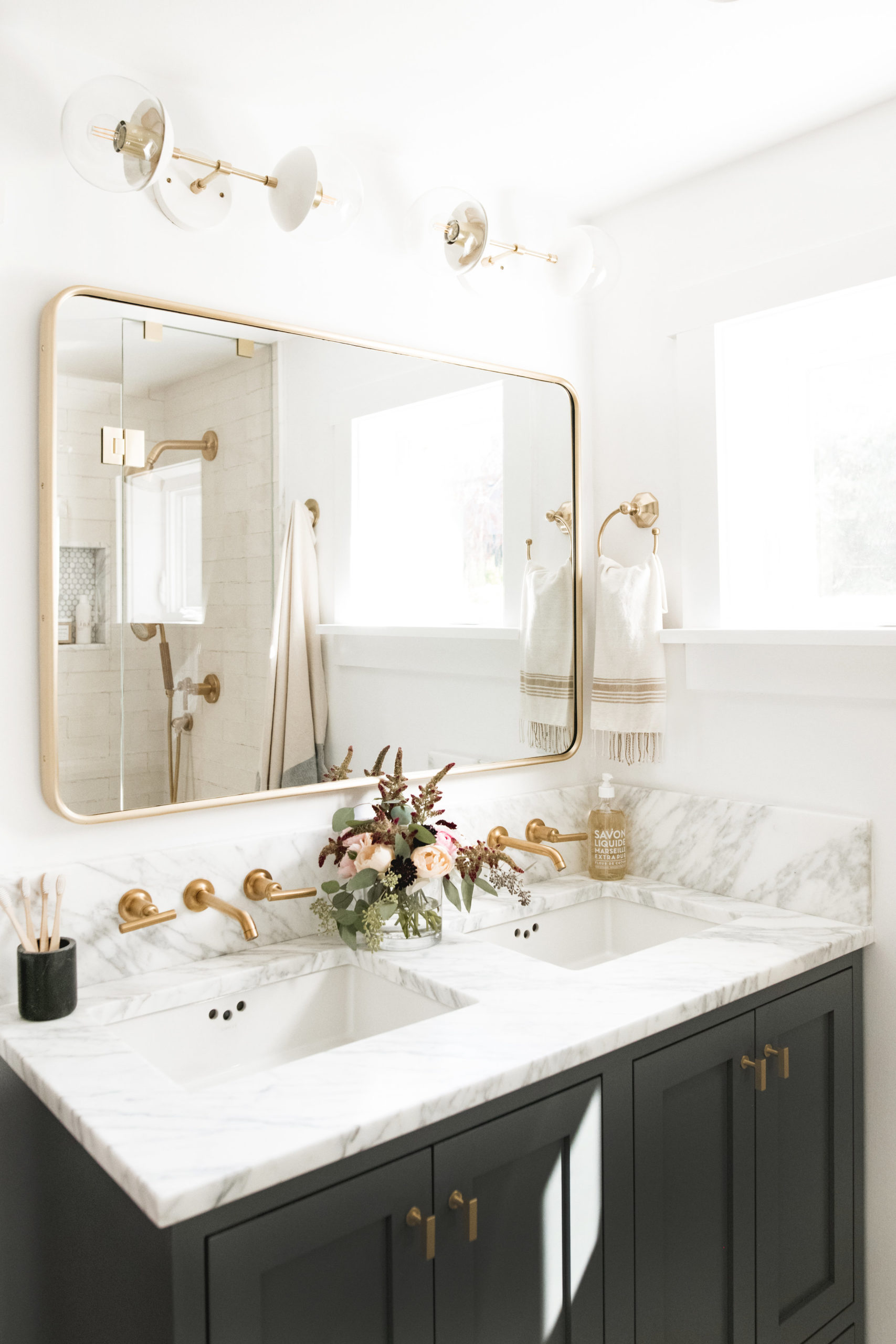 Bathroom mirrors with light styles and which is best for you?