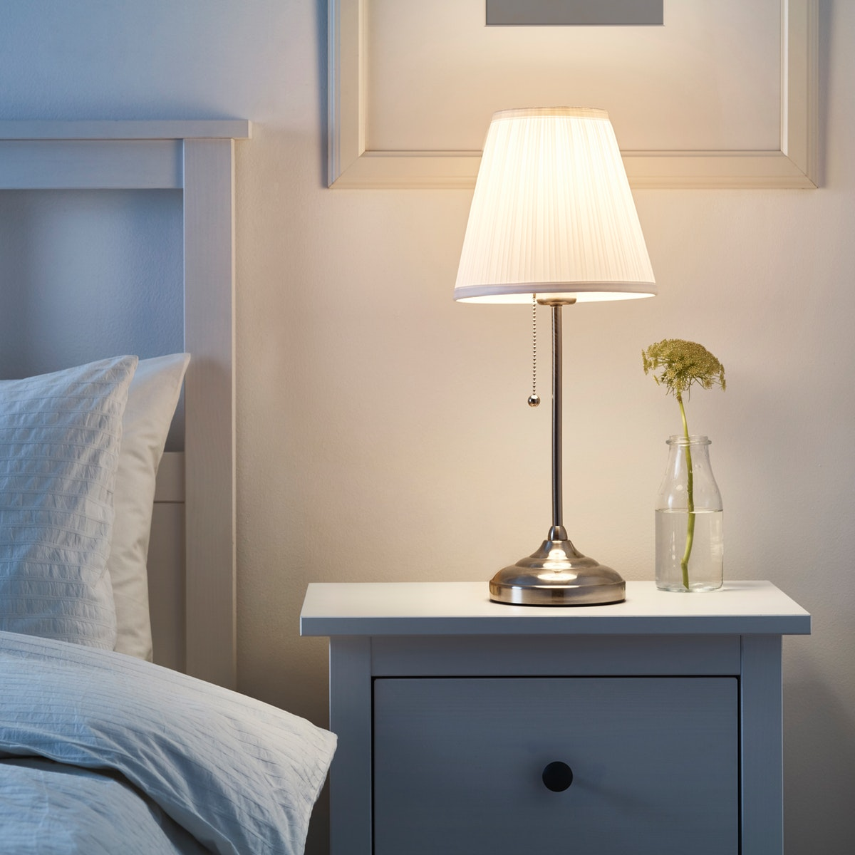 Lighting with the bedroom lamp
