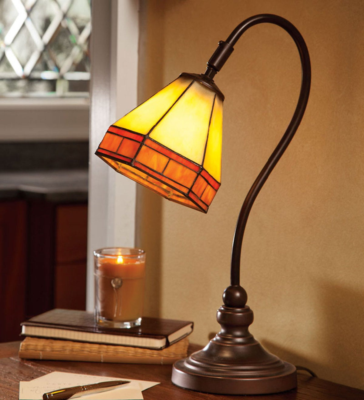 TIFFANY STYLE DESK LAMP IN CUSTOMER'S SATISFACTION DECORATION